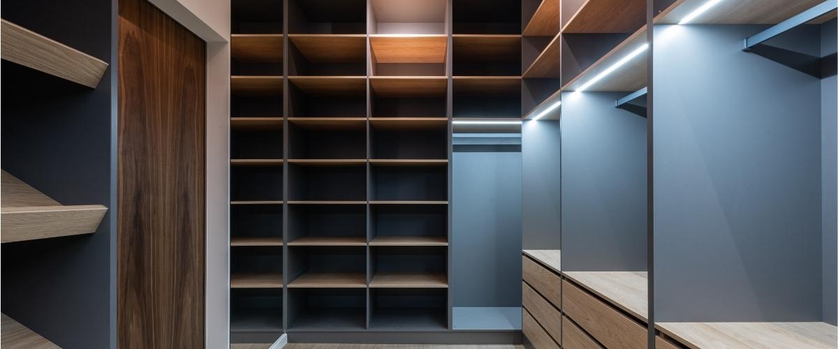 cabina armadio su misura con strip led